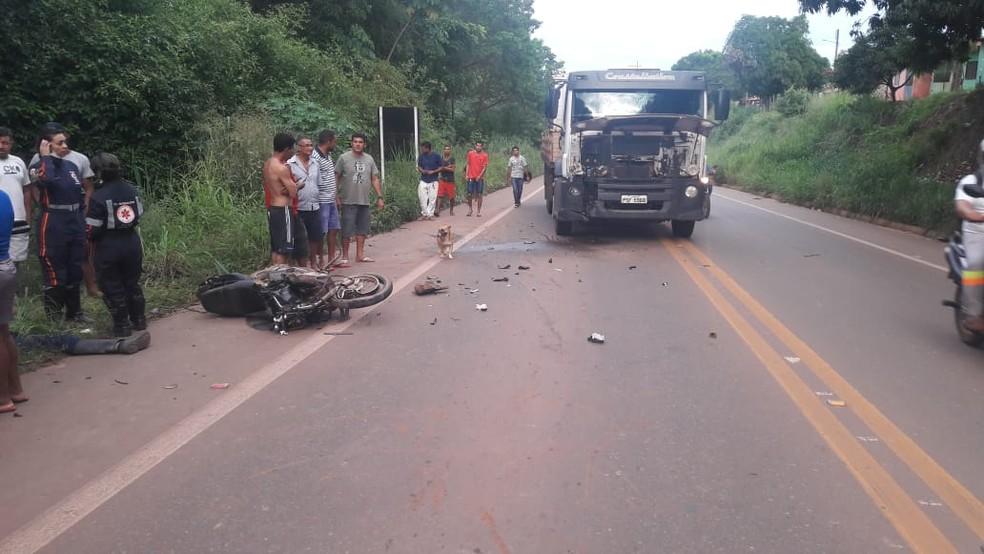 Motociclista bate em carreta e morre na BR-222 no Maranhão — Foto: Divulgação/Polícia Rodoviária Federal