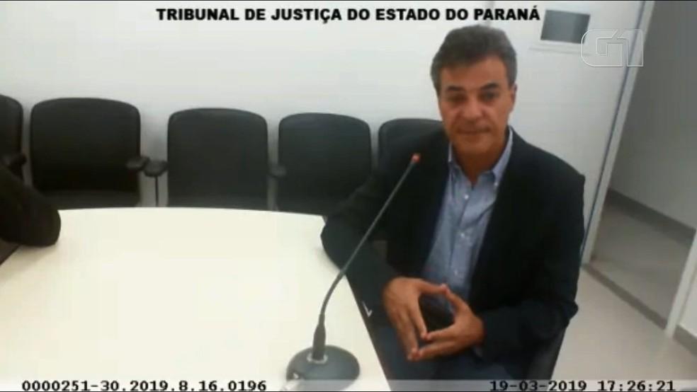 Defesa pede transferência de Beto Richa para sala de Estado Maior; veja vídeo da audiência de custódia — Foto: RPC/Reprodução