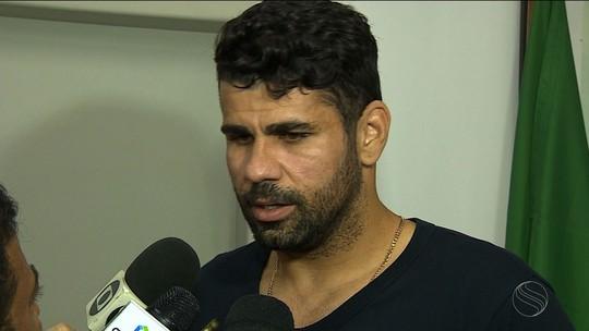 Diego Costa promete e cumpre, vai ao Batistão e vê Confiança vencer o CSA