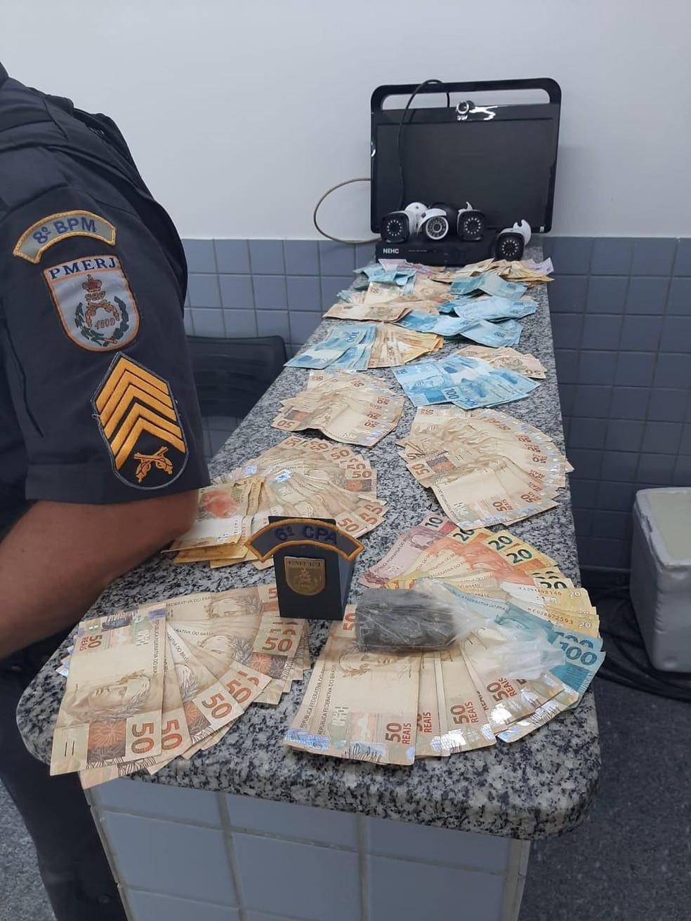 Polícia Militar apreende mais de R$ 13 mil em espécie em Campos, no RJ — Foto: Polícia Militar