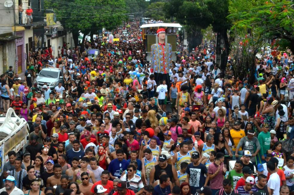 -  Bloco   39;A Banda  39; levou mais de 170 mil foliões para as ruas do Centro de Macapá nesta terça-feira  13   Foto: Jéssica Alves/G1