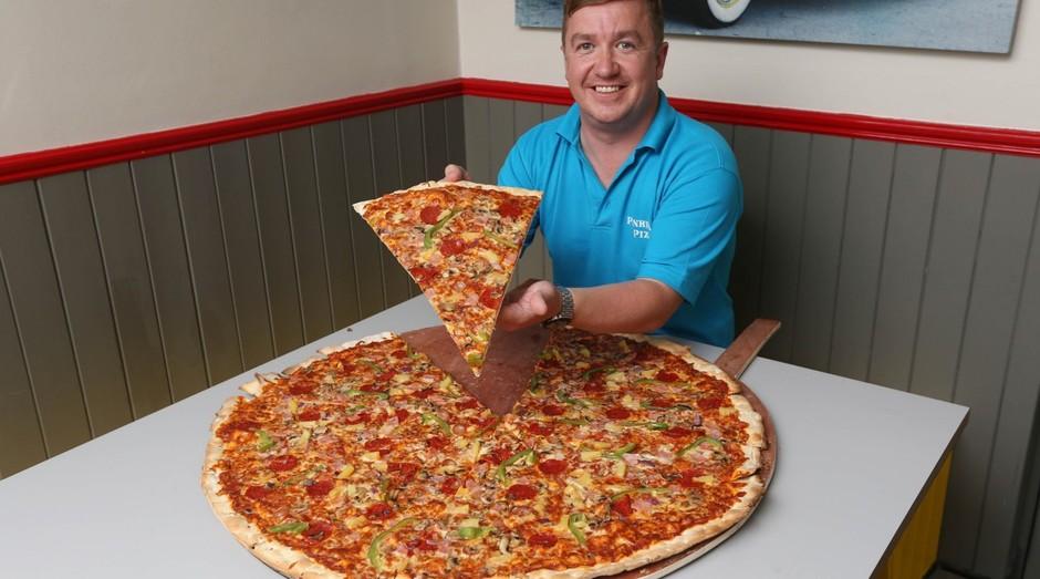Pizza gigante da Pinhead's Pizza, na Irlanda (Foto: Divulgação)