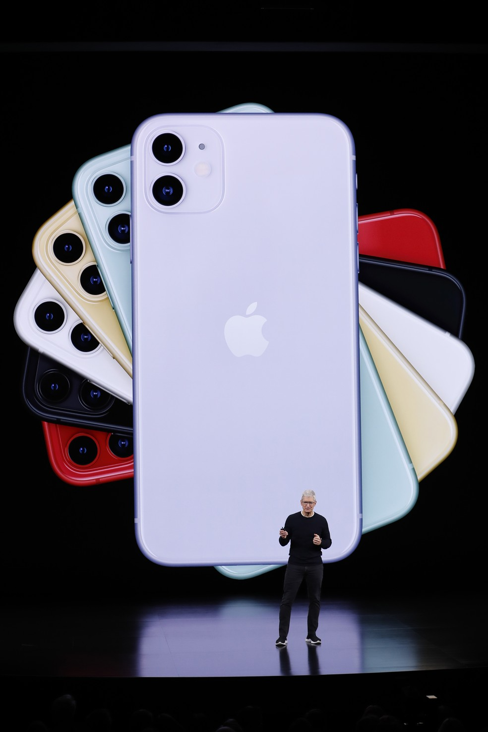 Tim Cook, CEO da Apple, apresenta o iPhone 11 durante evento na Califórnia  — Foto: REUTERS/Stephen Lam