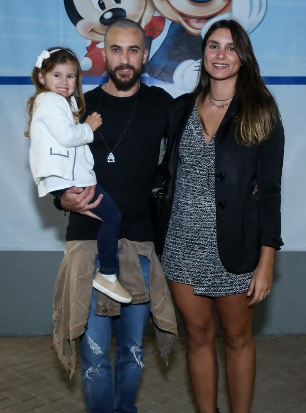 Ricardo Vianna, Aline Krykhtine e a filha Cecilia  (Foto: Roberto Filho/Brazil News)