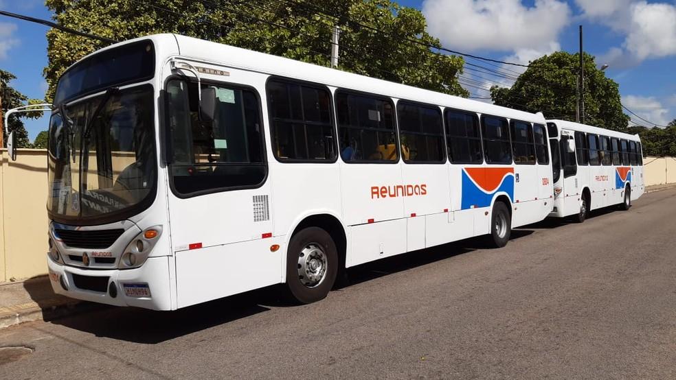 Dois ônibus foram assaltados em locais próximos na manhã deste sábado (14) — Foto: Sérgio Henrique Santos/Inter TV Cabugi