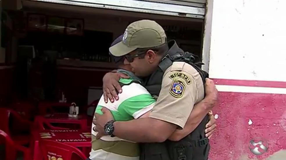 Vigilante agradece atitude de PM que salvou a vida dele (Foto: TV Asa Branca/Reprodução)