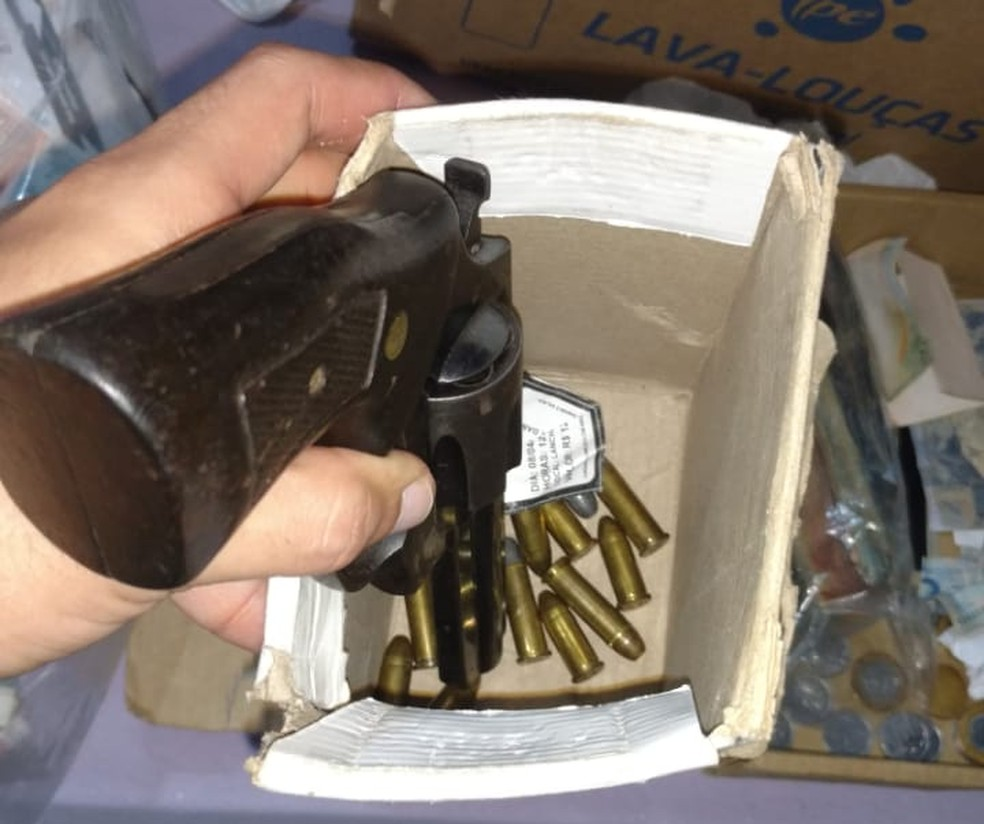 Operação Red Money apreendeu dinheiro e armas (Foto: Polícia Civil de MT/Assessoria)
