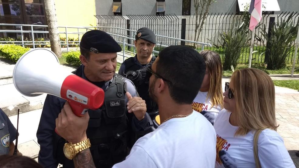 Pai de criança morta questiona proibição de advogado dele em audiência, em Linhares — Foto: Kaio Henrique/ TV Gazeta