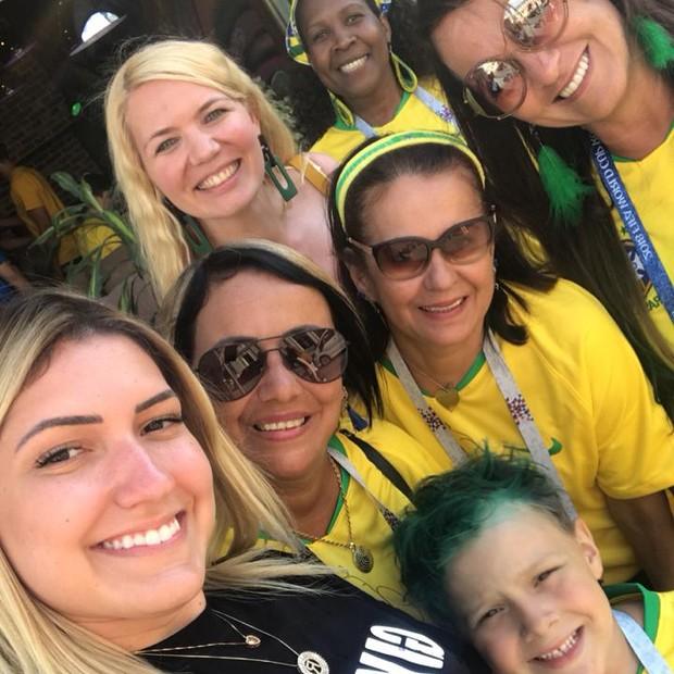 Davi Lucca, o filhinho de Neymar, com a avó, Nadine, e amigos da família (Foto: Reprodução Instagram)