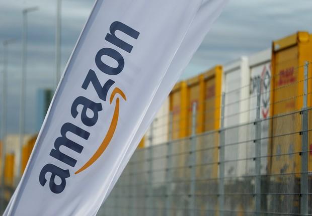Bandeira da Amazon em centro de logística da empresa  (Foto: Thilo Schmuelgen/Reuters)
