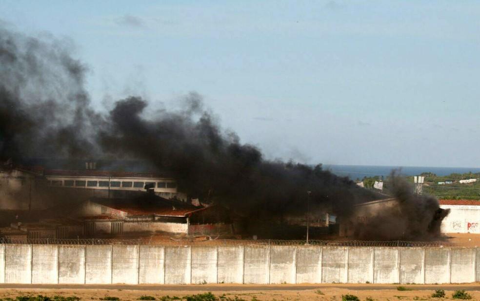 Pavilhões foram incendiados durante as rebeliões  (Foto: Elias Medeiros/G1)