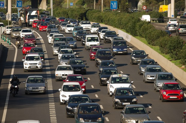 CHEGOU A HORA DE OS DONOS DE AUTOMÓVEIS FAZEREM A DECLARAÇÃO NO IR (FOTO: DENIS DOYLE/GETTY IMAGES NEWS)