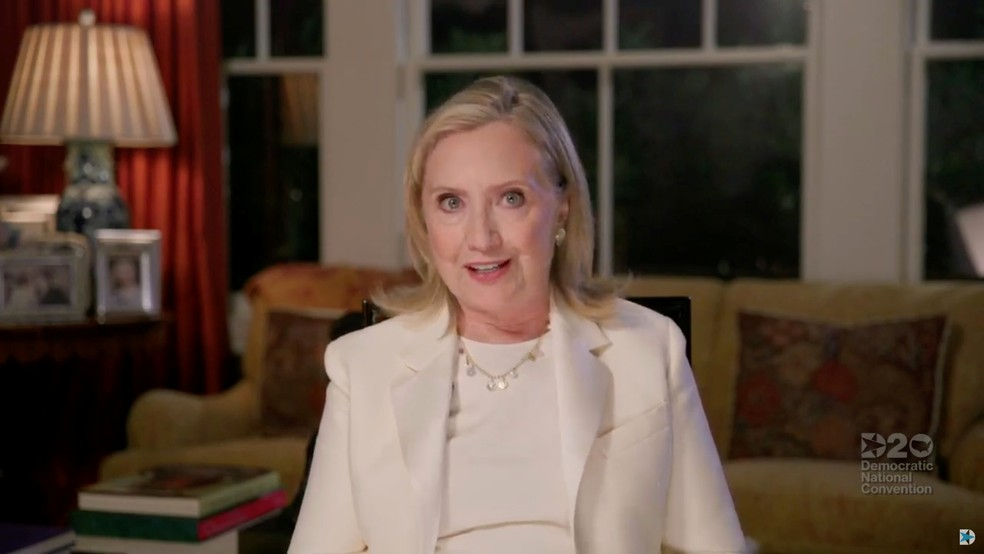 Ex-secretária de Estado, Hillary Clinton, fala no terceiro dia da Convenção Nacional Democrata em vídeo nesta quarta-feira (19)  — Foto: Convenção Nacional Democrata/Pool/Reuters