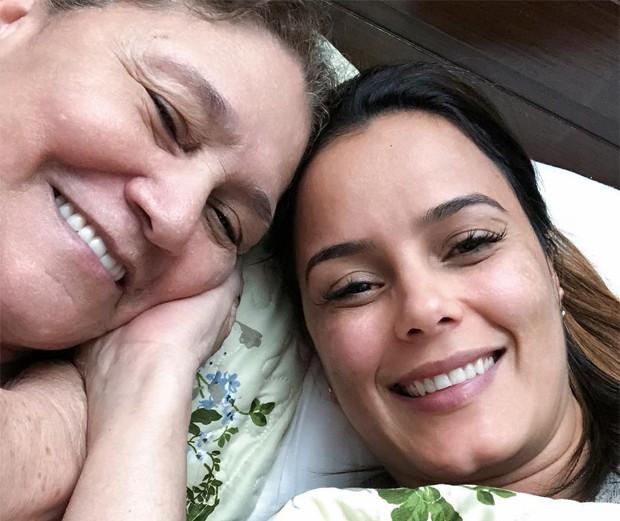 Luciele di Camargo e a mãe, dona Helena (Foto: Reprodução/Instagram)