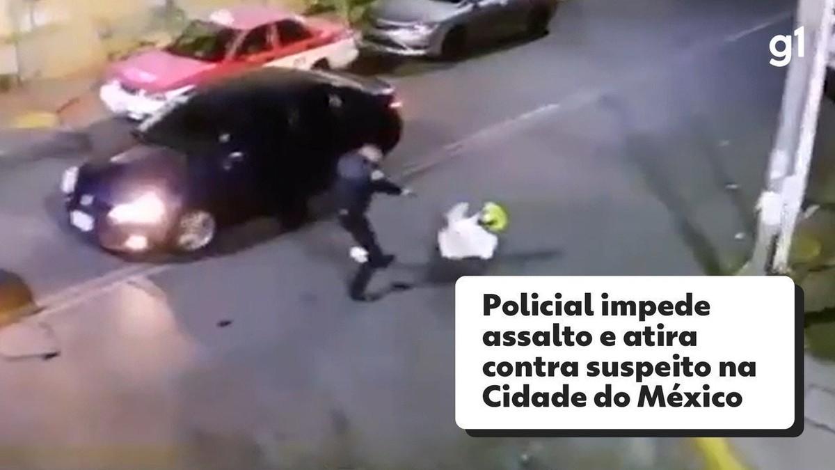 Policial impede assalto e rende suspeito, que tropeça e cai ao tentar fugir na Cidade do México; veja vídeo