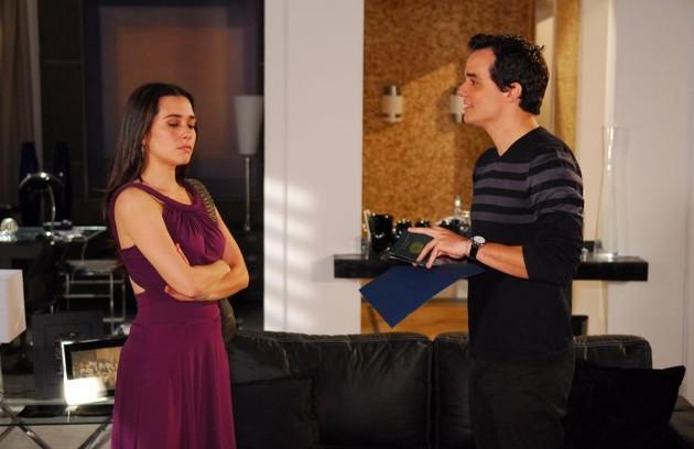 Olavo Novaes (Wagner Moura) matou Taís Grimaldi (Alessandra Negrini) em 'Paraíso tropical' (2007) (Foto: Reprodução da internet)