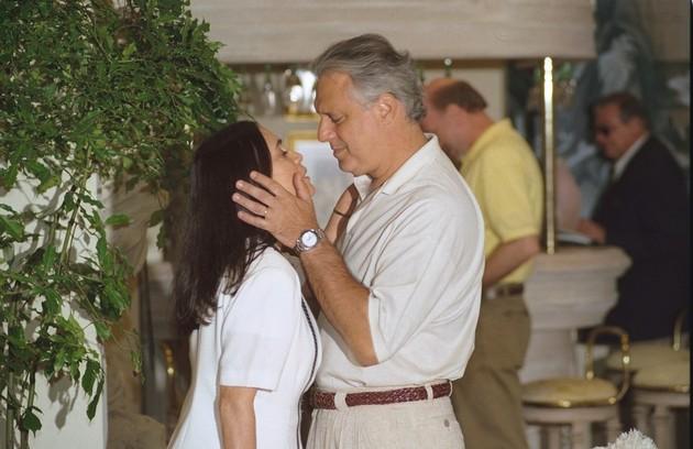 Em 1997, a Globo exibiu 'Por amor', novela na qual Helena (mais uma vez Regina Duarte), dava seu filho para Maria Eduarda, sua filha na história. Antonio Fagundes era Atílio, par da protagonista (Foto: TV Globo)