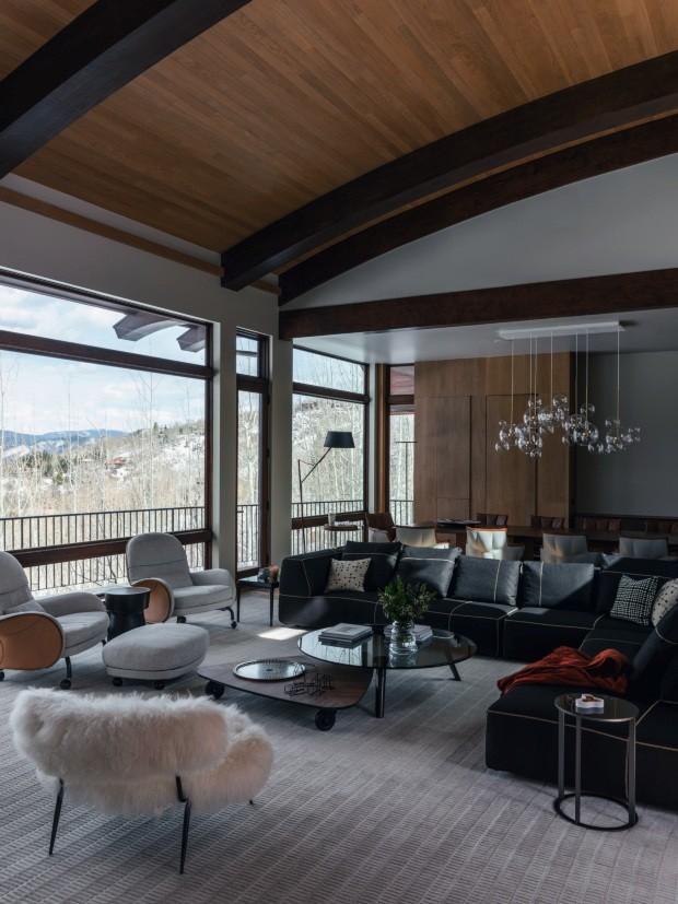 Sofá preto: 8 salas de estar para se inspirar (Foto: Divulgação)
