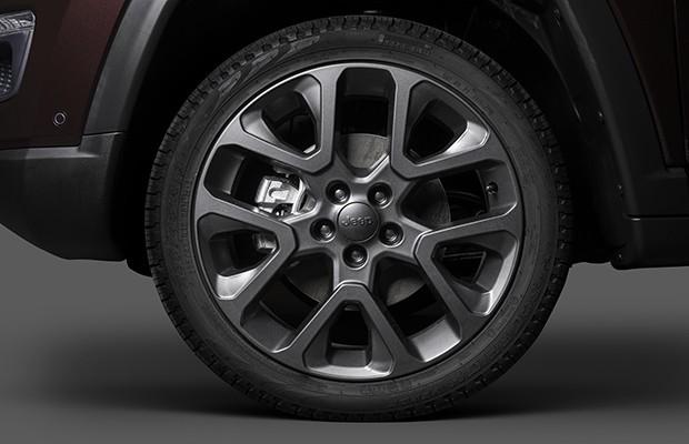 Design exclusivo da série S conta com acabamento grafite das rodas  (Foto: Divulgação)
