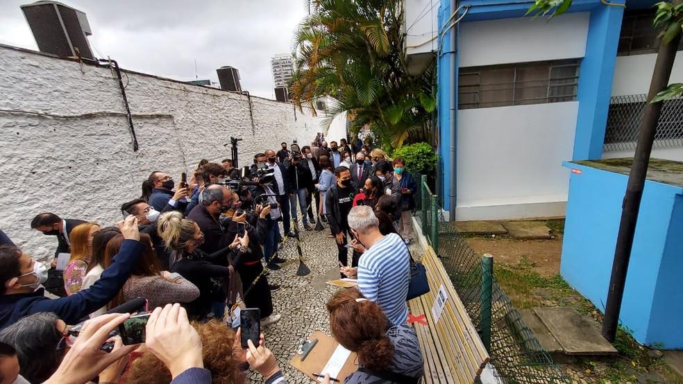 O governador João Doria (PSDB) na fila para receber a primeira dose da vacina contra a Covid-19 em São Paulo. — Foto: Rodrigo Rodrigues/G1