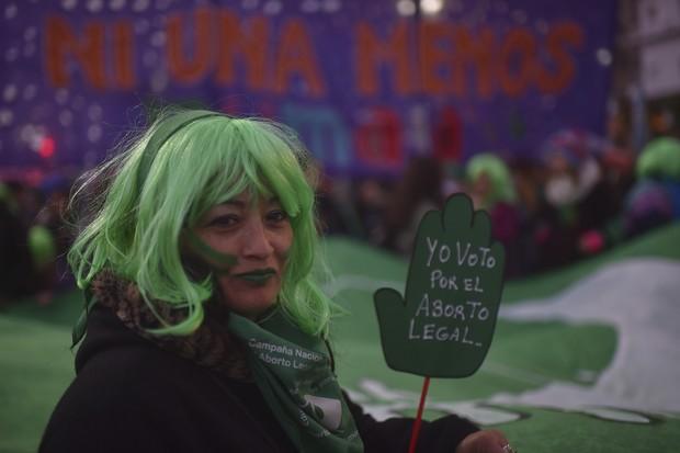 Mulheres argentinas vão às ruas para protestar pela legalização do aborto no país (Foto: Getty Images)