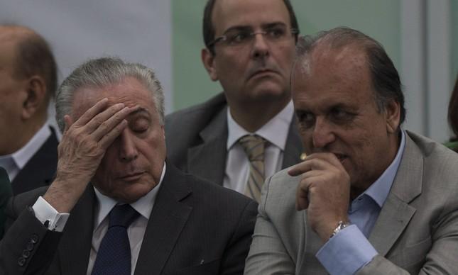 259263771 O governador do Rio, Luiz Fernando Pezão, ao lado do presidente Michel  Temer,