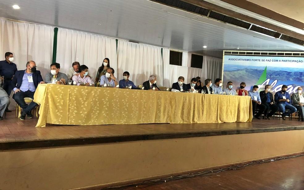 Encontro entre prefeitos e representantes de Furnas discute crise hídrica no lago no Sul de Minas — Foto: Déborah Morato / EPTV