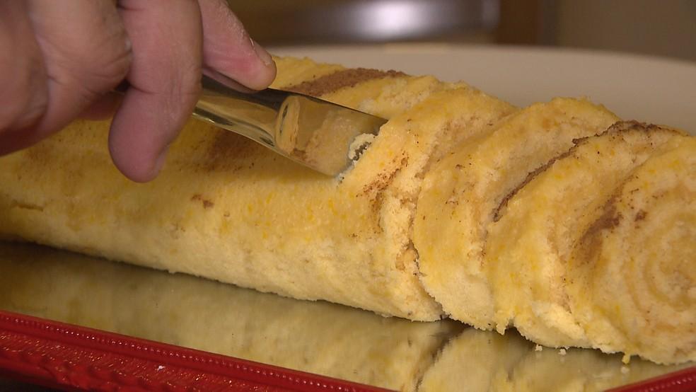 Receita de rocambole leva toque especial com recheio doce de milho (Foto: Reprodução/TV Cabo Branco)