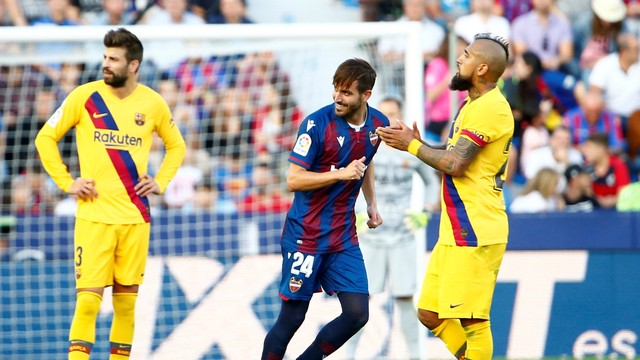 Jose Campana comemora seu gol, Levante x Barcelona