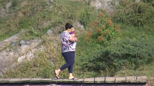 Moradores se arriscam em ponte improvisada em Boituva
