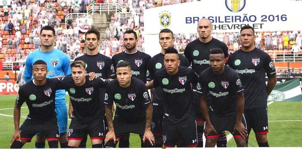 Formação do São Paulo no último jogo no Pacaembu: nove não são mais titulares (Foto: Marcos Ribolli)