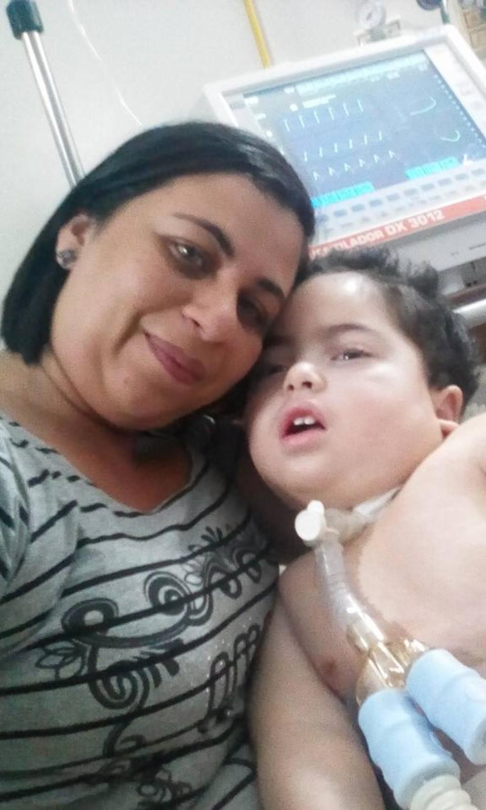 Mãe organiza vaquinha na internet para arrecadar dinheiro para enterrar o filho de 2 anos, morto há uma semana no DF (Foto: Arquivo pessoal)