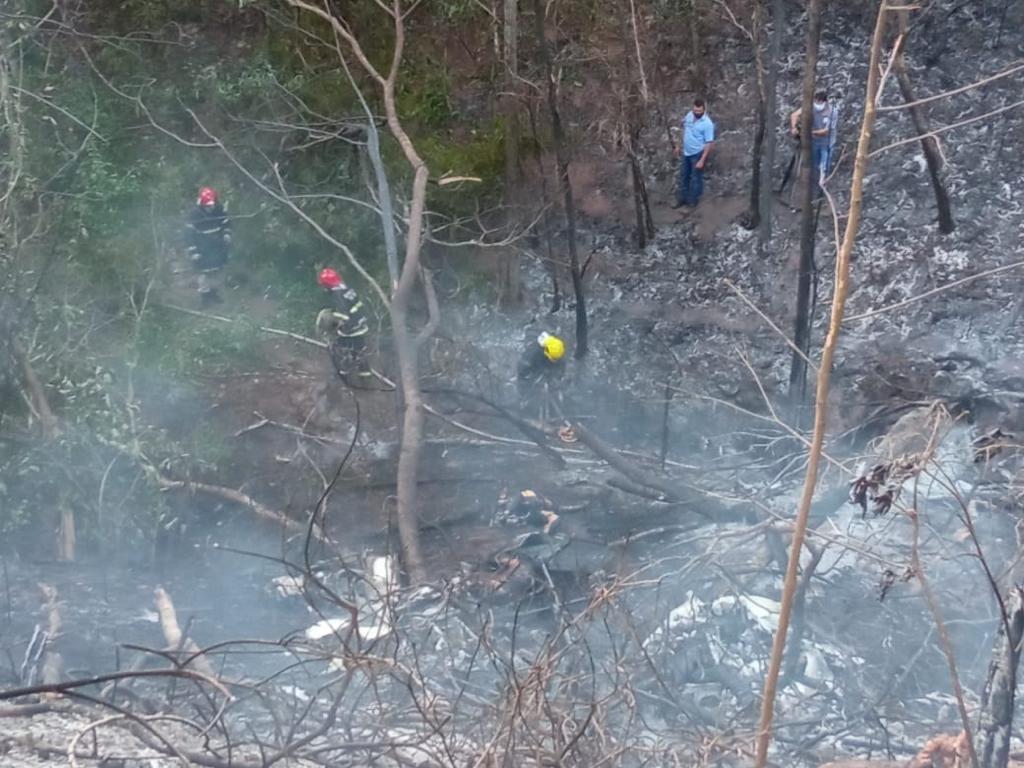 Quatro pessoas morreram carbonizadas em queda de avião em MT, dizem bombeiros