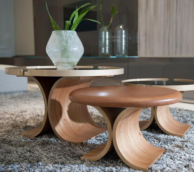 Conjunto de mesa e pufe Arbo, do Studio Marta Manente (Foto: Reprodução/Instagram)