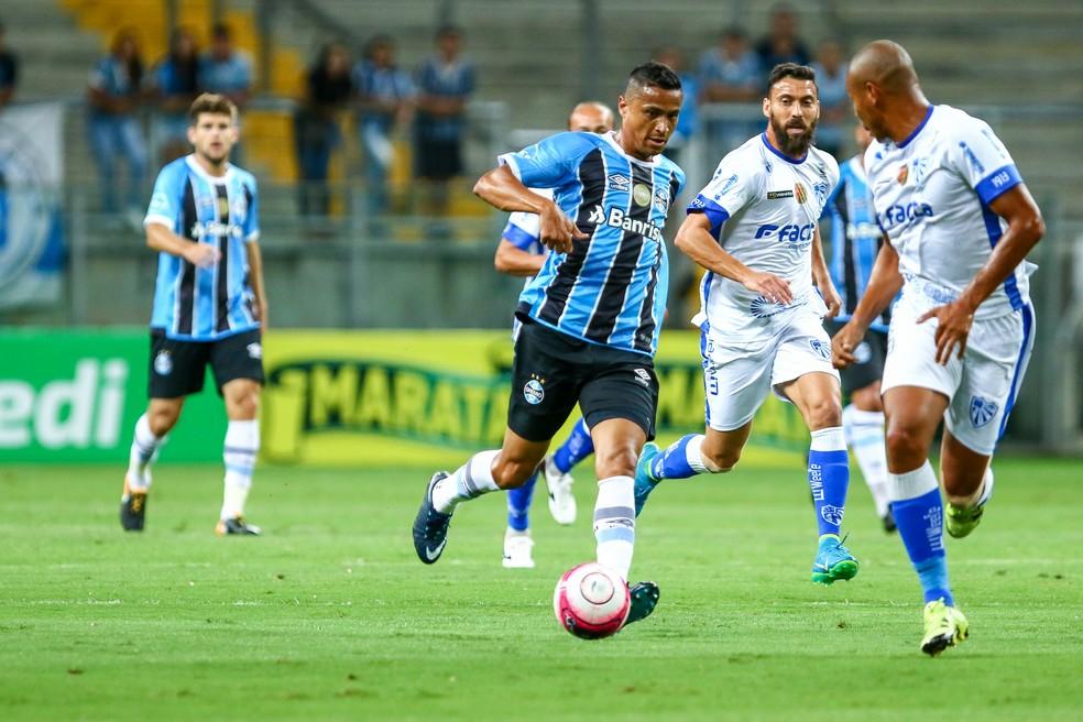 Cícero atuou como centroavante, mas recuou para armar o jogo (Foto: Lucas Uebel/Grêmio/Divulgação)