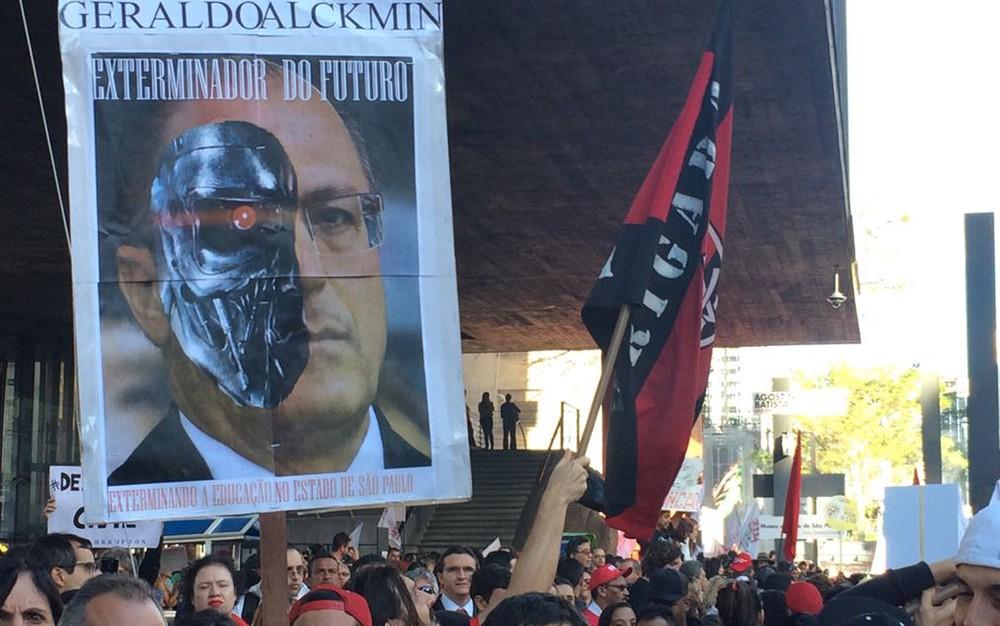 Professores protestam na Avenida Paulista, na tarde desta sexta (31) (Foto: Paulo Toledo Piza/G1)