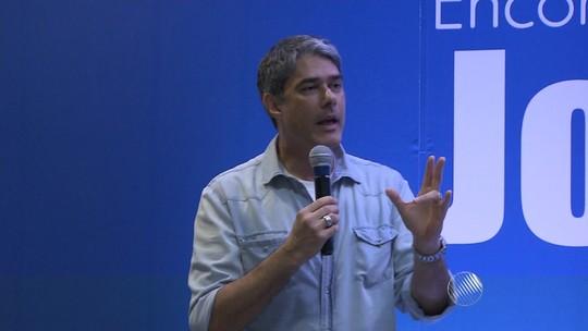 Ari Peixoto e William Bonner participam de encontro de jornalismo na TV Bahia
