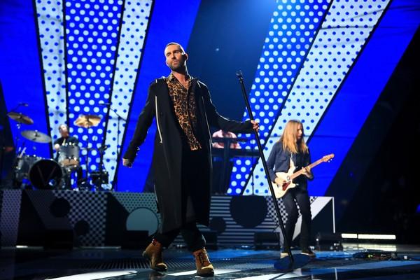 Adam Levine em um show do Maroon 5 (Foto: Getty Images)
