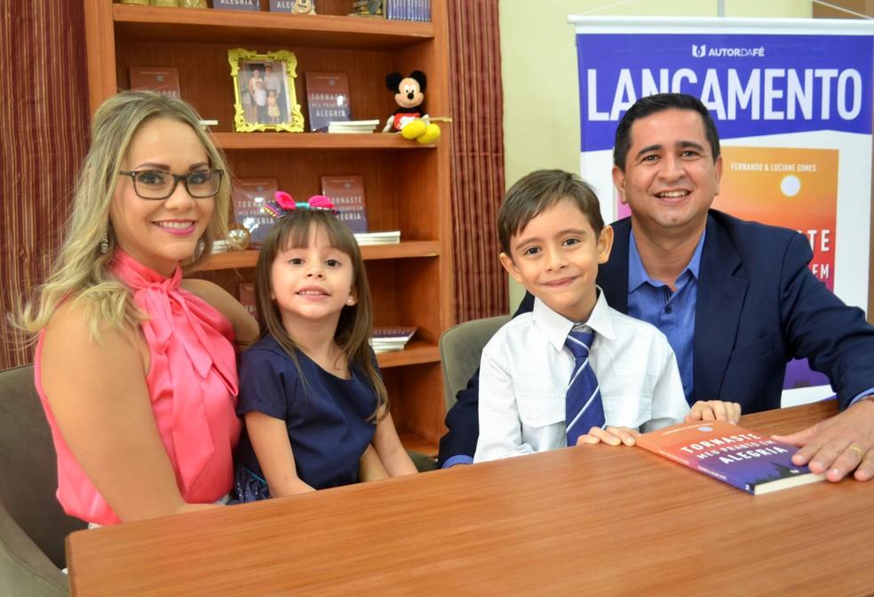 Atualmente morando em Macapá, o casal teve mais dois filhos, Fernanda e Isaque (Foto: Fabiana Figueiredo/G1)