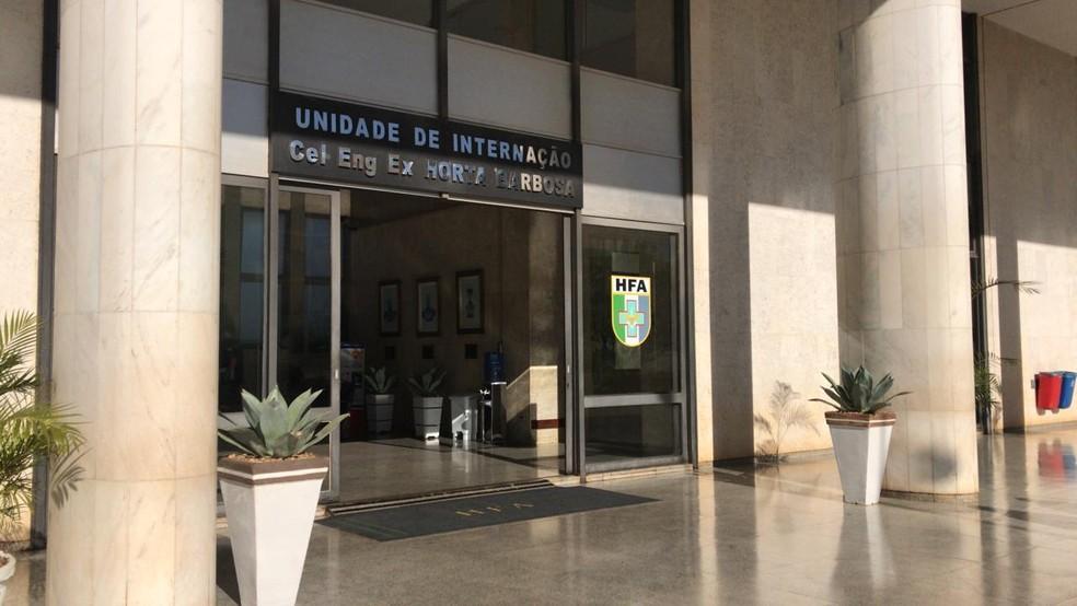 Entrada da unidade de internação do Hospital das Forças Armadas, em Brasília — Foto: Luiza Garonce/G1