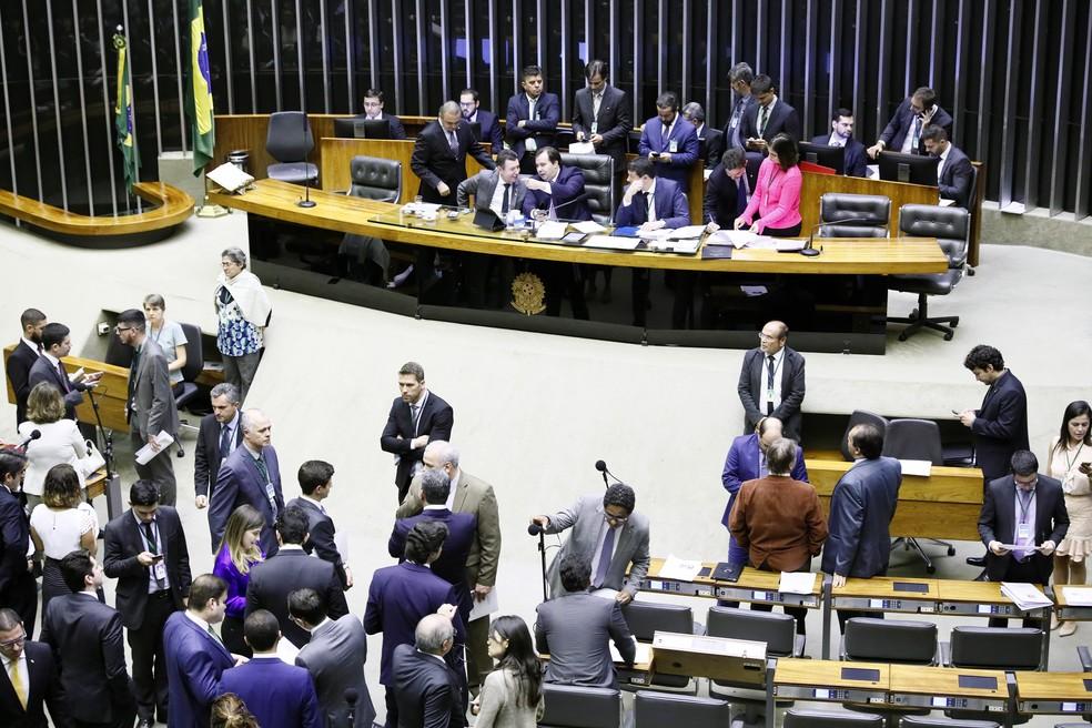 Deputados reunidos no plenário da Câmara durante a sessão desta terça-feira (28) — Foto: Luis Macedo/Câmara dos Deputados