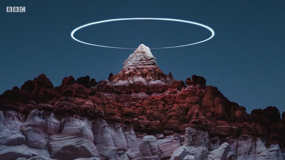 Fotógrafo usa drone pra criar aneis de luz — Foto: BBC