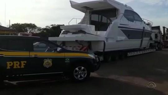 Mais um barco de luxo é retido no RS após PRF flagrar transporte irregular na BR-290