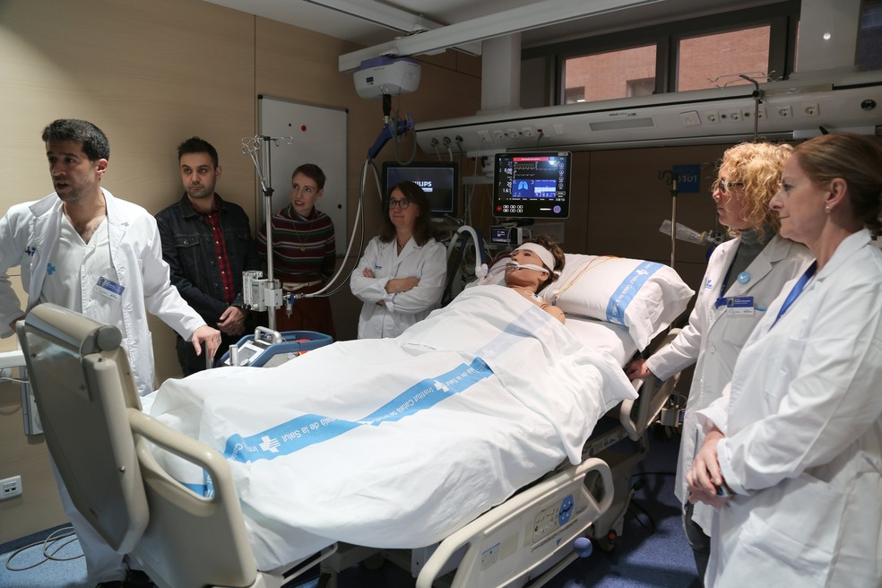 Médicos espanhóis explicam procedimento de ressuscitação de parada cardíaca no hospital de Vall d'Hebron — Foto: Reprodução Twitter/Vall d'Hebron Barcelona Hospital Campus