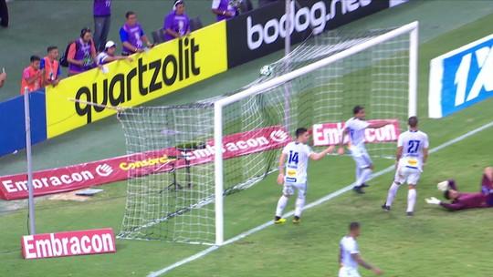 """Autor do gol da vitória do Ceará, Bergson desabafa após críticas: """"Não sou um atacante de m****"""""""