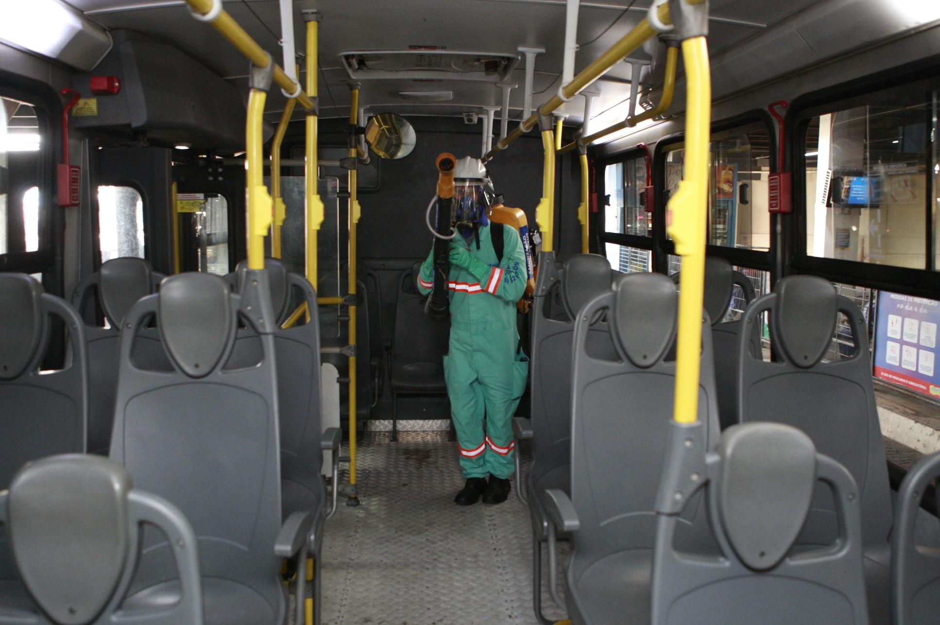 Covid-19: higienização de ônibus do transporte coletivo de Uberlândia começa a ser realizada durante a operação diária