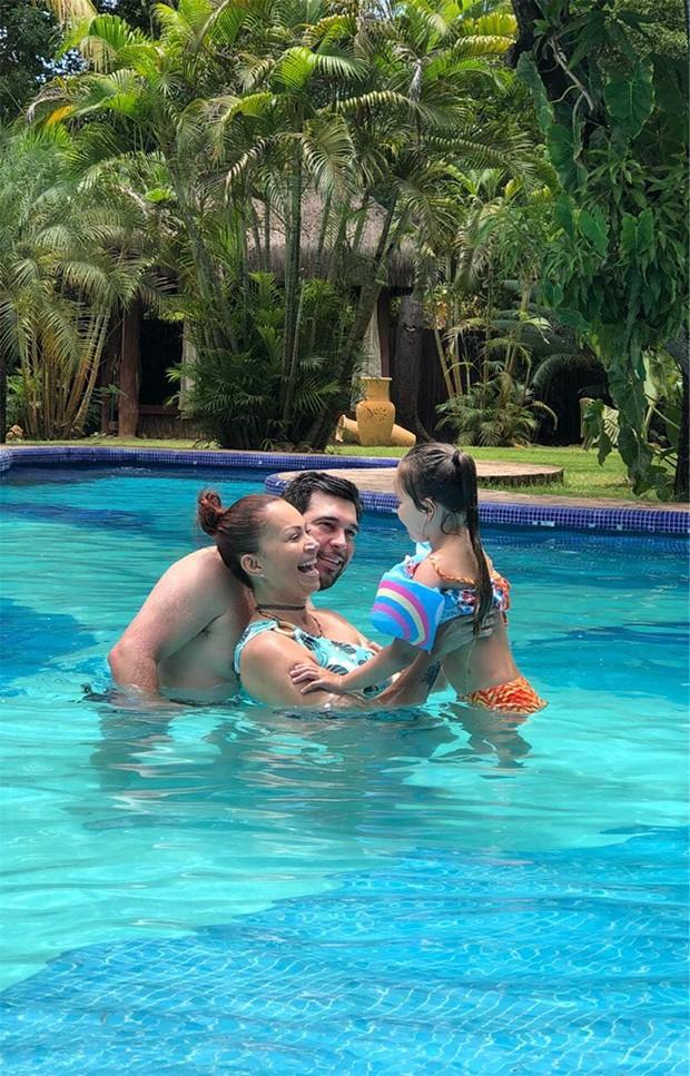 Sol Almeida curte folga com marido e filhas (Foto: Arquivo Pessoal)