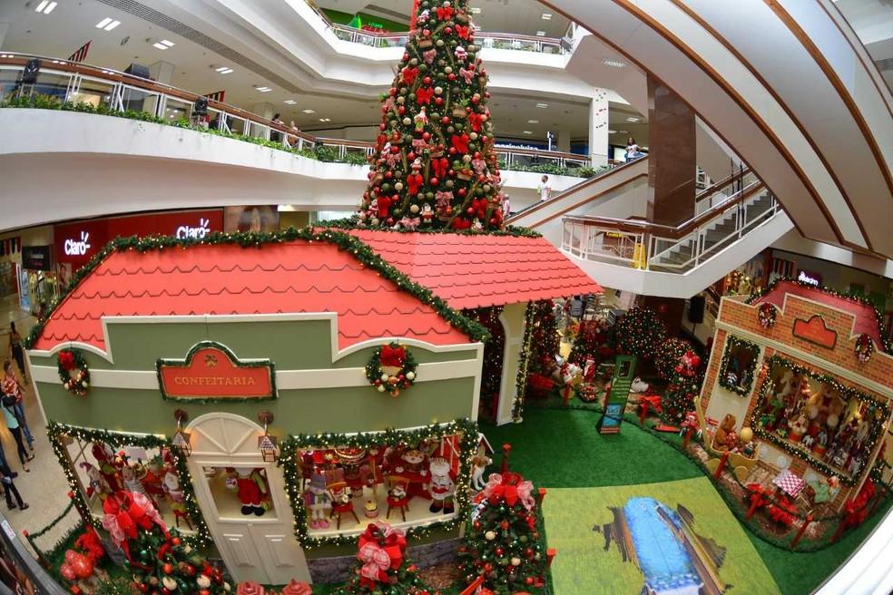Shoppings já estão decorados para receber os clientes interessados em antecipar as compras de Natal (Foto: Divulgação/Shopping Piedade)