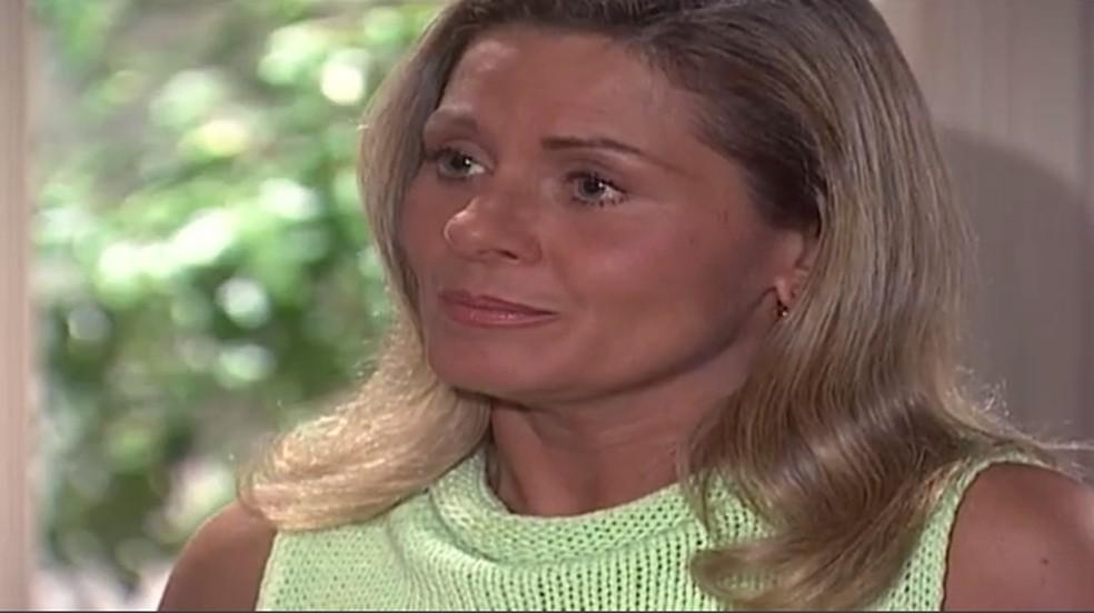 Em 'Laços de Família', Helena (Vera Fischer) diz que se houver interesse de Capitu (Giovanna Antonelli) em mudar de vida, ela lhe dá todo o apoio — Foto: TV Globo