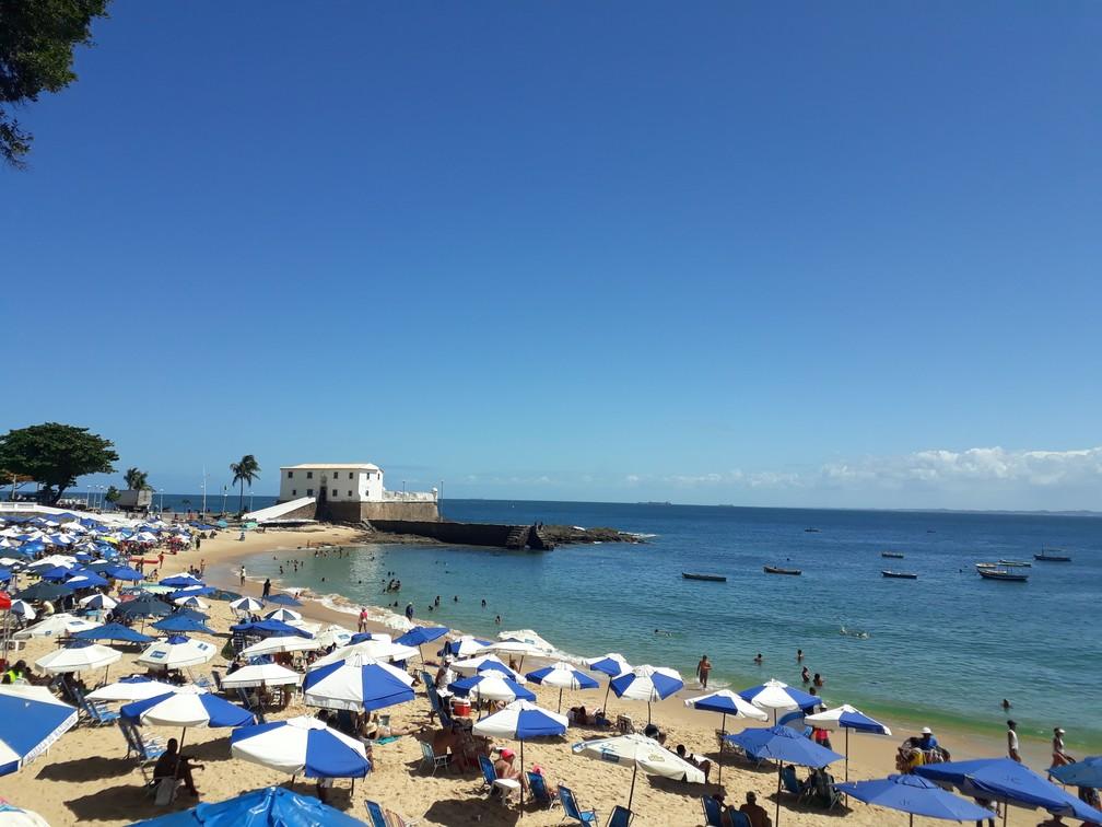 Praia Porto da Barra, em Salvador — Foto: Lara Pinheiro/G1